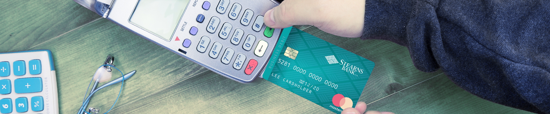 credit card reader taking electronic payment